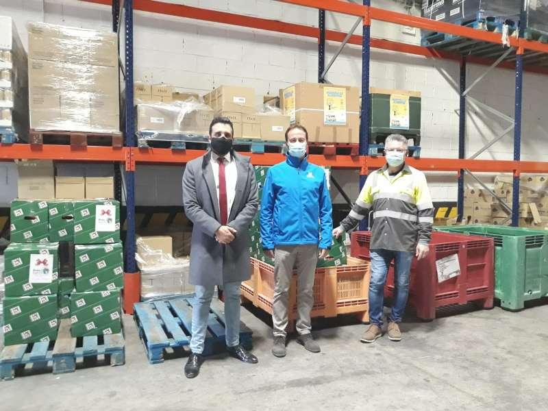 Foto de la entrega de los alimentos en Sagunto.