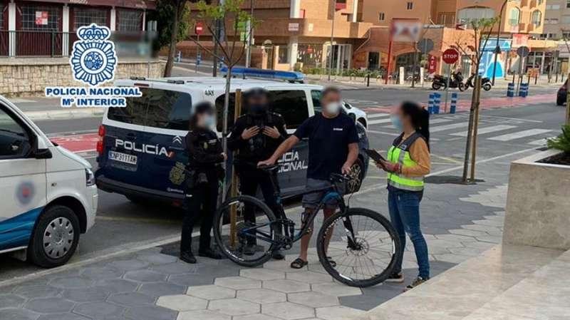 La bicicleta recuperada en una imagen facilitadas por la Policía Nacional. efe