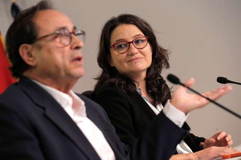 La vicepresidenta y portavoz del Consell, Mónica Oltra, y el conseller de Hacienda, Vicent Soler. EFE