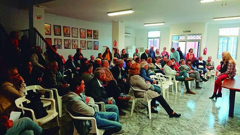 Militantes en la asamblea del PSPV-PSOE de Sagunt celebrada el pasado día 5 de abril en la sede de Port. EPDA