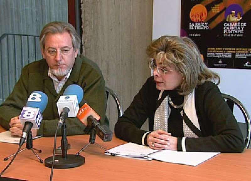 Alcón en una rueda de prensa cuando era concejala de Cultura del Ayuntamiento de València. EPDA
