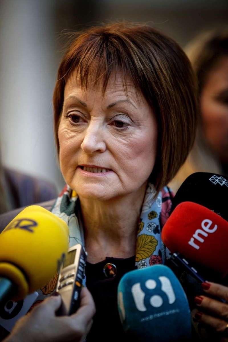 La rectora de la Universitat de València, Mavi Mestre, atiende a los medios de comunicación tras inaugurar una jornada sobre violencia machista . EFE