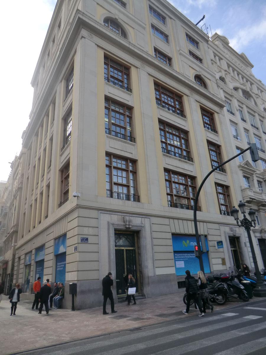 Edificio de Teléfonica en la plaza del Ayuntamiento de Valencia. FOTO EPDA