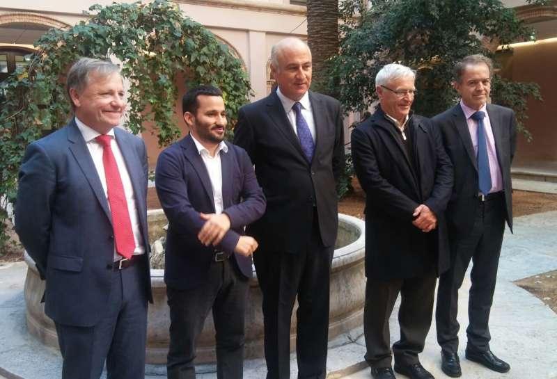 El secretario de Estado de Cultura junto al conseller de Cultura, el alcalde de Valencia, el delegado del Gobierno y el director del Museo. //EPDA