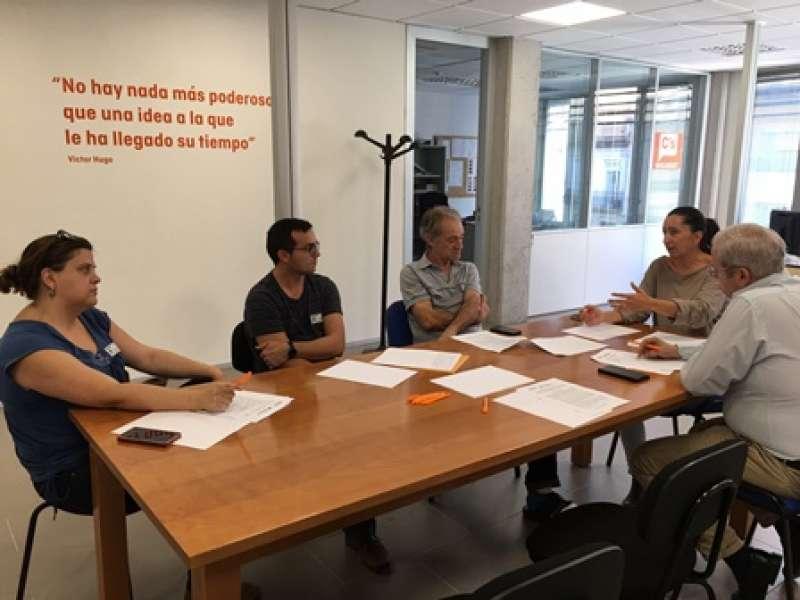 Los concejales Sanchis y Sánchez, en una reunión con los responsables de AFEM, Aderes y Centro Ocupacional los Silos. EPDA