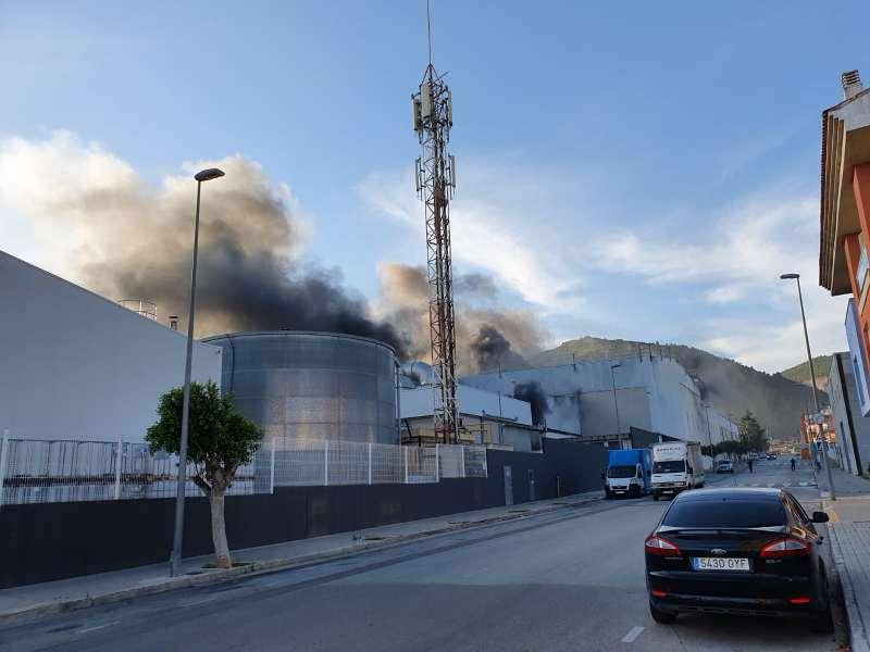 Imagen del incendio. // A.P.E.I.F. La Safor.