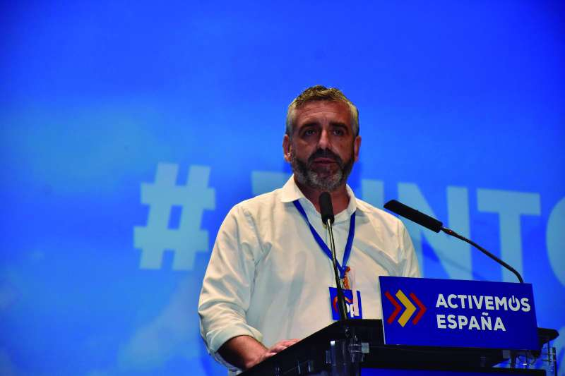 Carlos Gil.