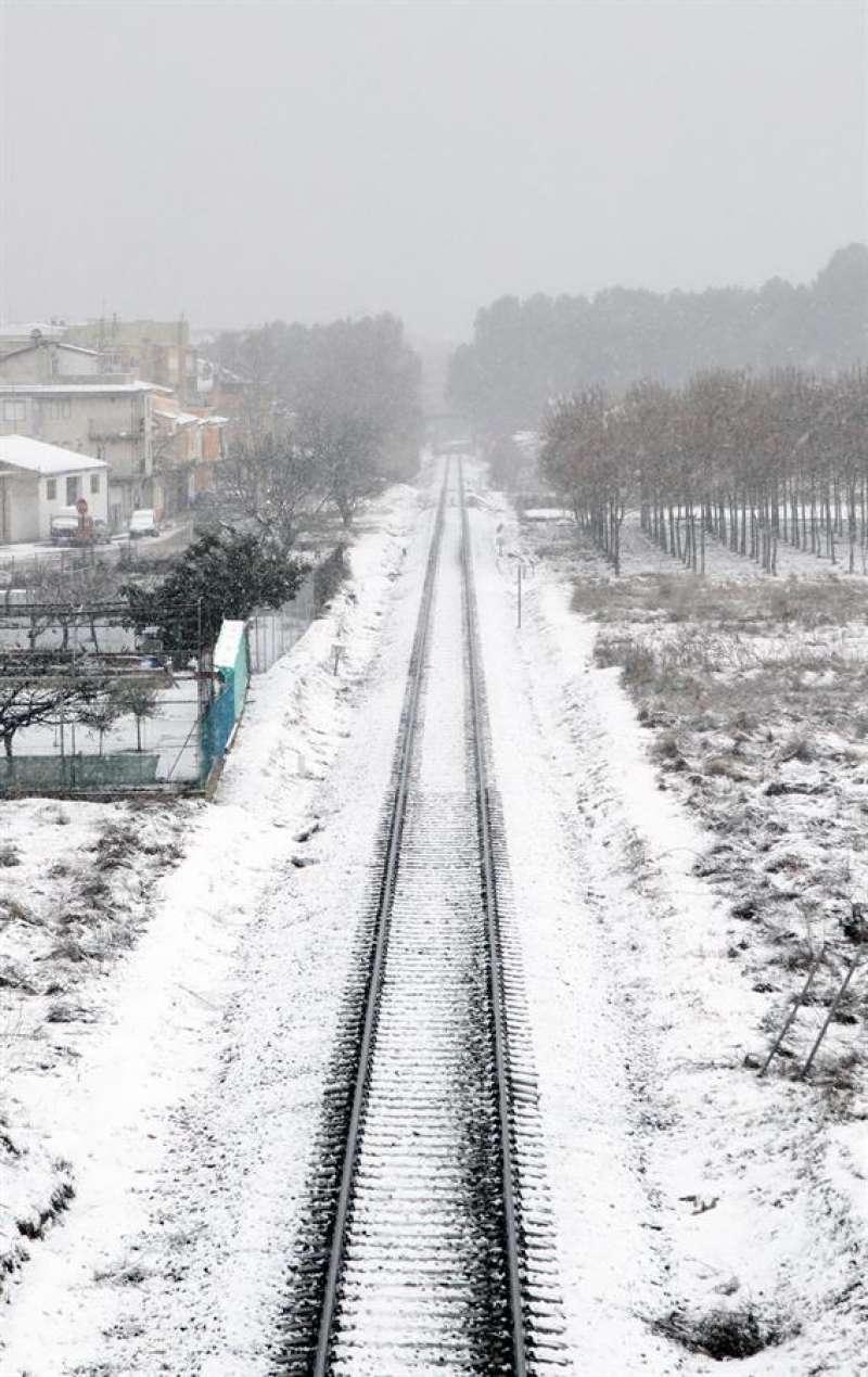 Las precipitaciones que está dejando el temporal en la mayor parte del territorio de la Comunitat Valenciana están siendo débiles pero persistentes, según los datos de la Agencia Estatal de Meteorología, y dejan cerca de 10 centímetros de nieve en puntos del interior, como Requena.EFE/ Biel Aliño