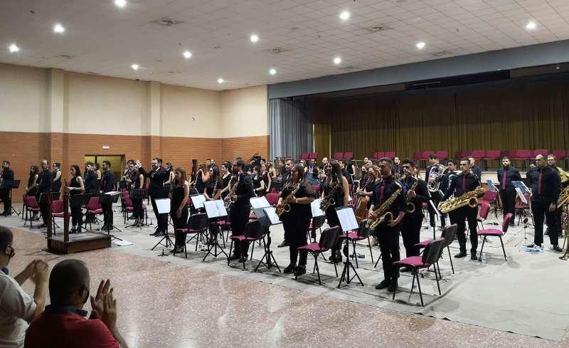 La banda en el salón Amuna
