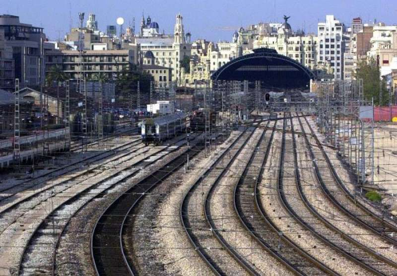Vista general de las vías de acceso a la Estación del Norte de Valencia. EFE/Archivo