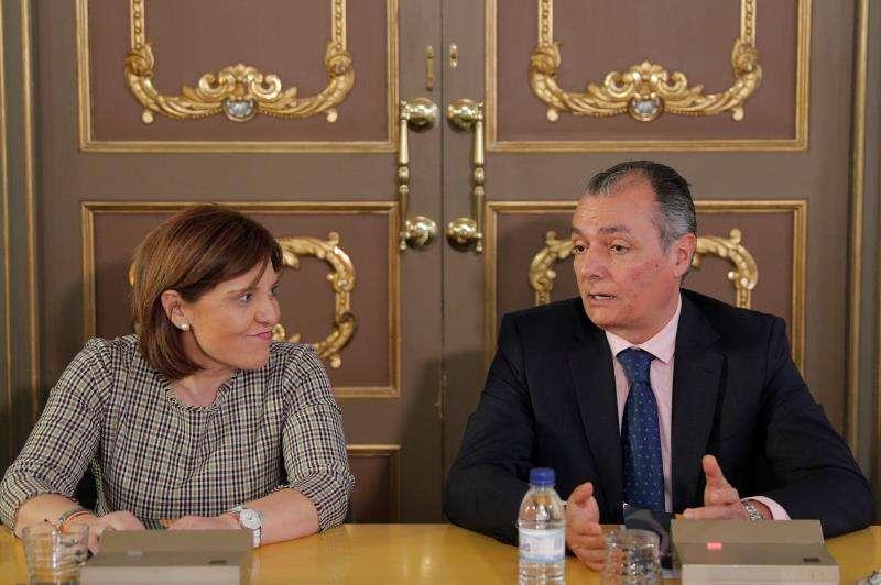 La presidenta del PPCV, Isabel Bonig junto al presidente de la Confederación Empresarial de la Comunitat Valenciana. EFE