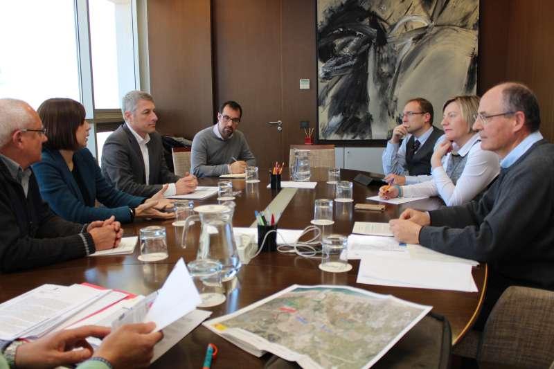 La consellera con el alcalde de Oliva, David González; la alcaldesa de Gandia, Diana Morant, y el alcalde de Dénia, Vicent Grimalt,