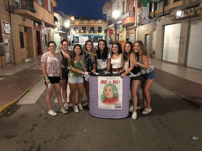 Un grupo de chicas con el lema de Igualdad. EPDA