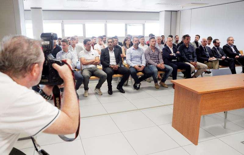 Vista general del banquillo de los acusados en el primer gran juicio en España por el posible amaño de un encuentro, el que disputaron el Levante y el Zaragoza. EFE/Kai Försterling