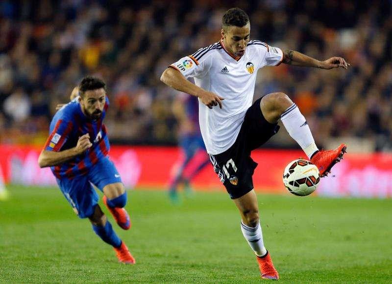 Rodrigo Moreno (d) será baja ante el Villarreal. EFE/Archivo