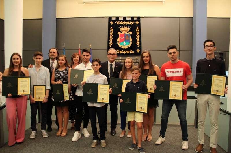 Foto premiados con el alcalde / EPDA