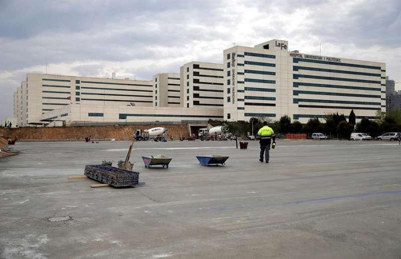 Vista general del hospital La Fe, en una imagen de marzo. EFE/ Manuel Bruque/Archivo