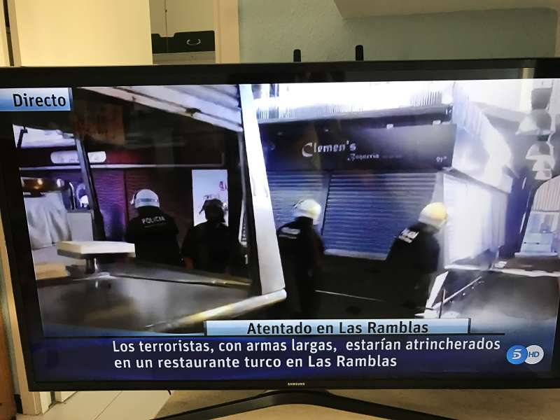 Todas las cadenas de televisión han interrumpido sus programaciones habituales. FOTO TELECINCO