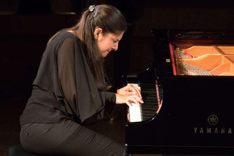 Fatima Dzusova durante su interpretación en la final del Premio Iturbi. EPDA