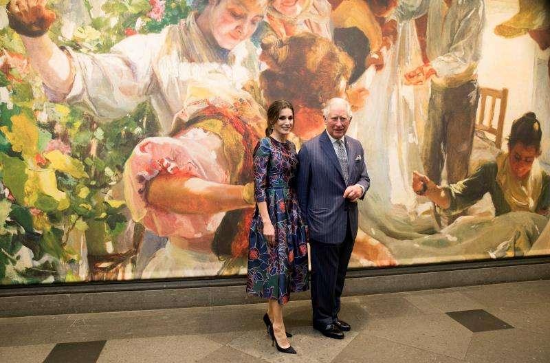 La reina Letizia y el príncipe Carlos de Inglaterra, en la inauguración de la exposición sobre Sorolla en la National Gallery de Londres. EFE