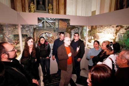 Grupo de reclusos visita el Belén de la Catedral de Valencia. Foto A.Saiz/AVAN