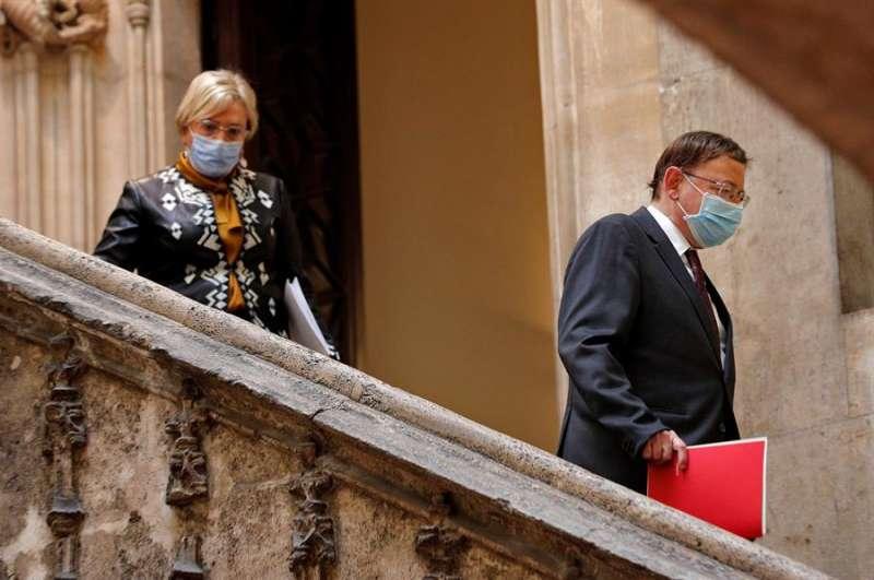 El president de la Generalitat, Ximo Puig, acaompañado por la consllera de Sanidad, Ana Barceló. EFE