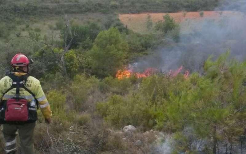El incendio se ha complicado al tener varios focos. EPDA.