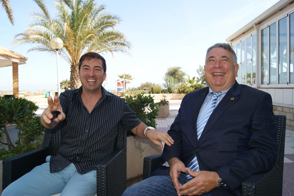 Valenciano y Sancho antes de una entrevista que el secretario de Canet concedió a El Periódico de Aquí en 2012. FOTO GOR