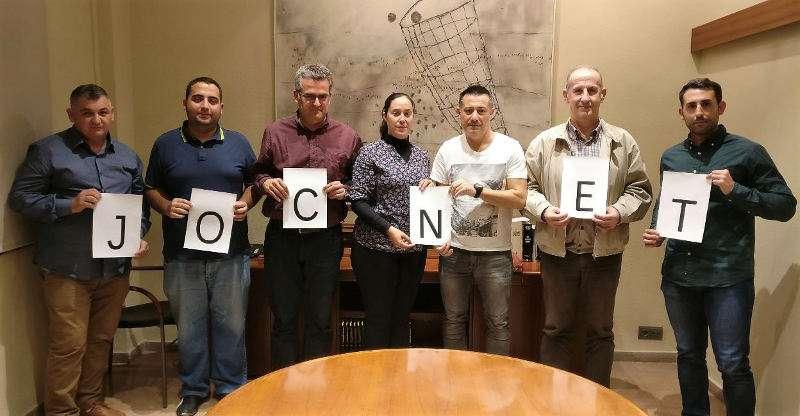 Alcaldes de Xirivella y Manises con representantes del fútbol local. EPDA