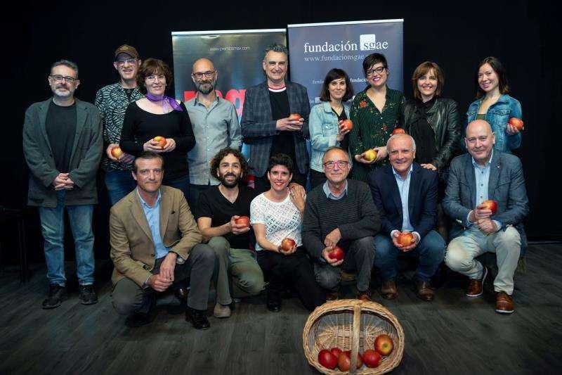 Foto de familia del encuentro con los finalistas valencianos en los XXII Premios Max de las Artes Escénicas, en una imagen difundida por la SGAE.