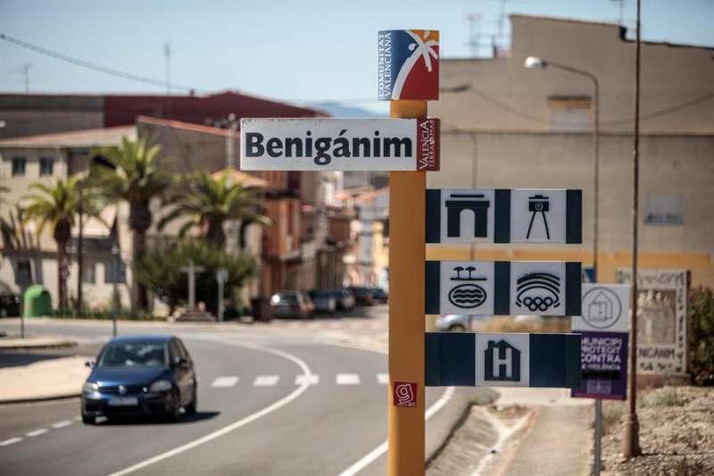 Vista general de la entrada a la localidad valenciana de Benigànim, en una imagen de este lunes. EFE