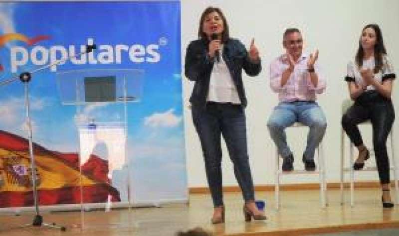 La presidenta del PPCV, Isabel Bonig, en un acto en Torreblanca (Castellón). EFE