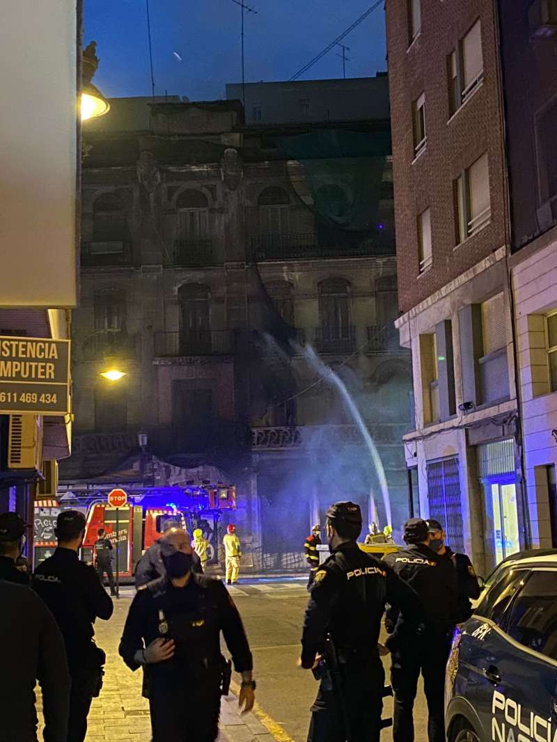 La rápida intervención de los bomberos hizo que se controlara pronto. A. I.