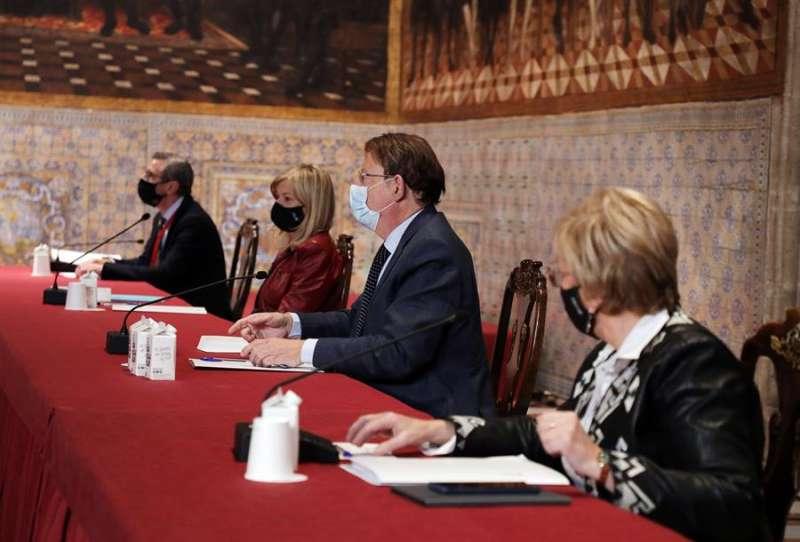 Reunión del Centro de Coordinación Operativa Integrada (Cecopi) en la que se han analizado las nuevas medidas frente a la covid. EFE/Generalitat