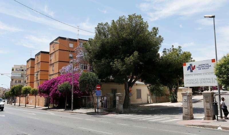 Entrada a las urgencias del Hospital General de Alicante. EFE/Archivo