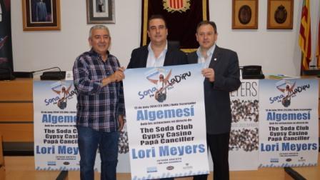 Bailach al centro, junto al alcalde de Algemesí y Francisco Barberà. FOTO: DIVAL