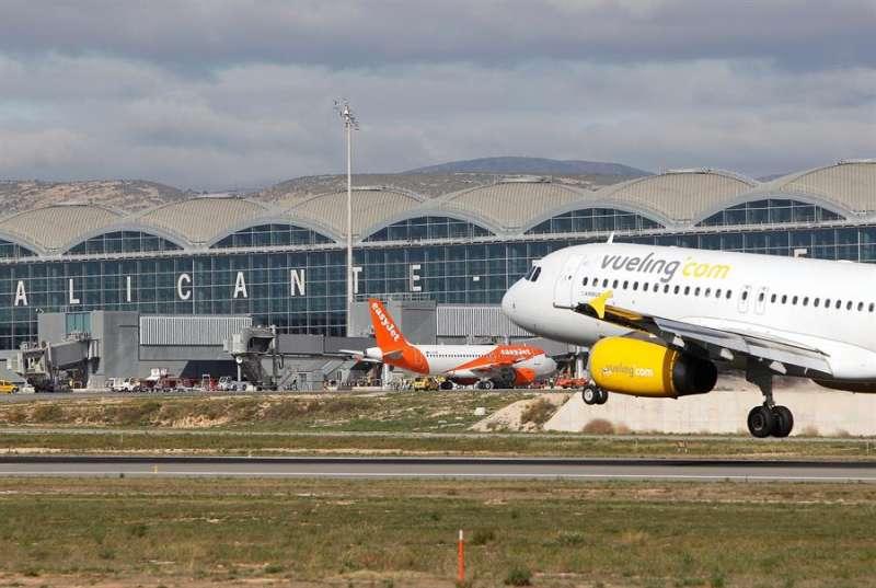 El aeropuerto de Alicante-Elche, en una imagen reciente. EFE/Morell