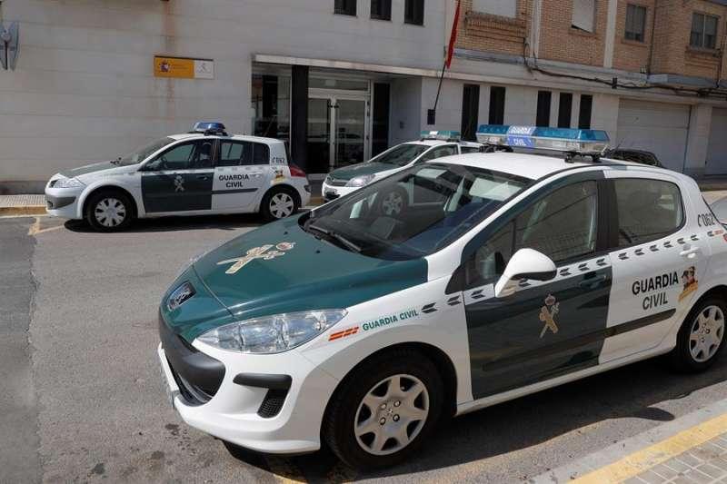 Vehículos de la Guardia Civil. EFE/Kai Försterling