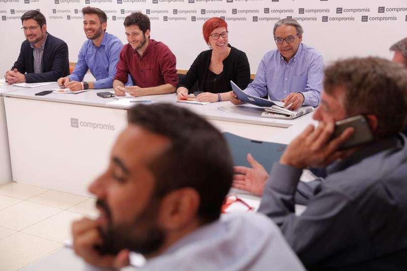Representantes de la comisión negociadora del PSPV-PSOE, Compromís y Unides Podem para un nuevo pacto de gobierno en la Generalitat duante una reunion para negociar el acuerdo para conformar el próximo Consell. EFE/Archivo