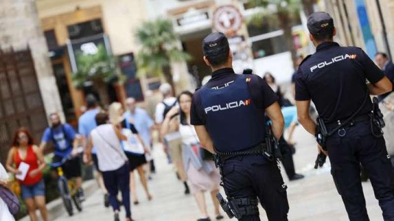 Dos agentes de Policia Nacional