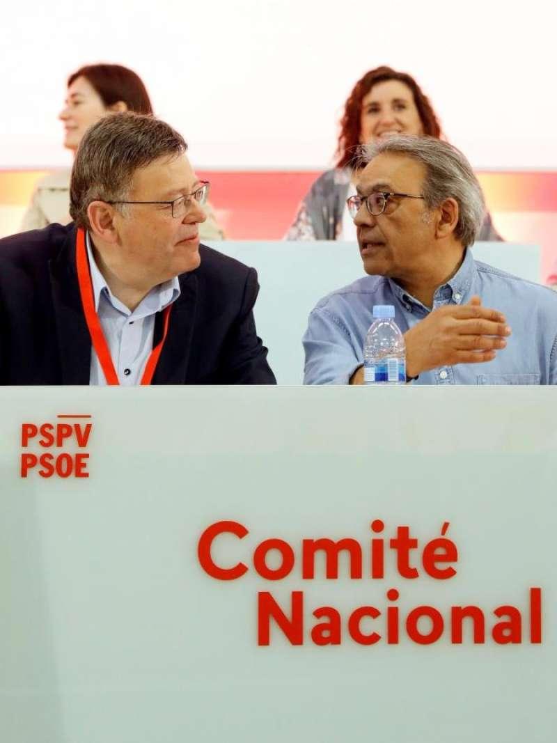 El president Ximo Puig, con el portavoz del PSPV, Manolo Mata. EFE/Archivo