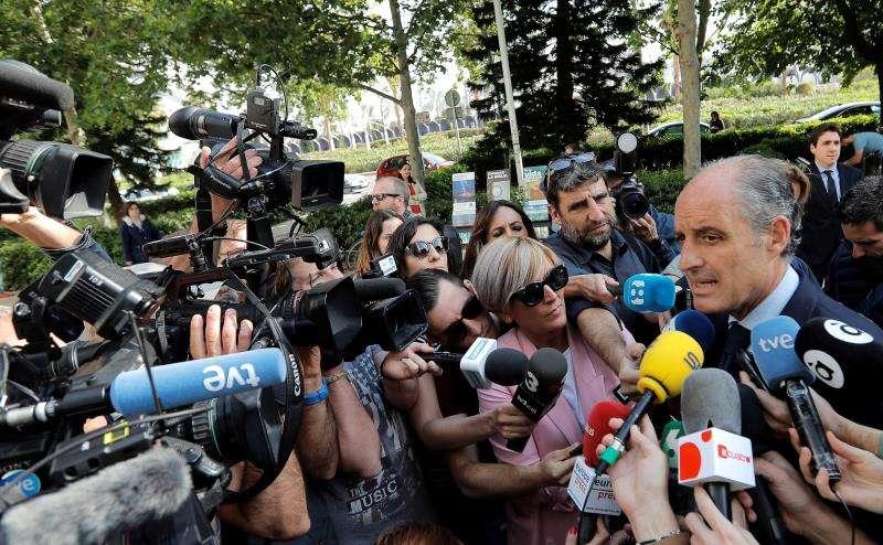 El expresident de la Generalitat Francisco Camps atiende a la prensa en una imagen de archivo. EFE/Archivo
