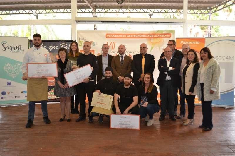 Los ganadores con el jurado y autoridades de Sagunt. EPDA