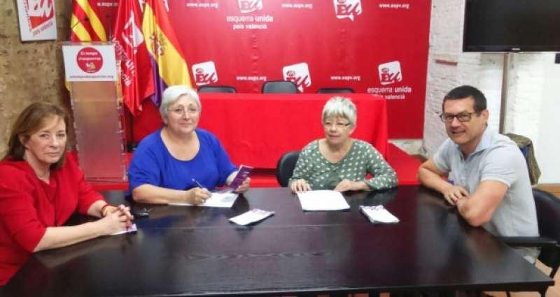 Marga Sanz amb membres de la plataforma