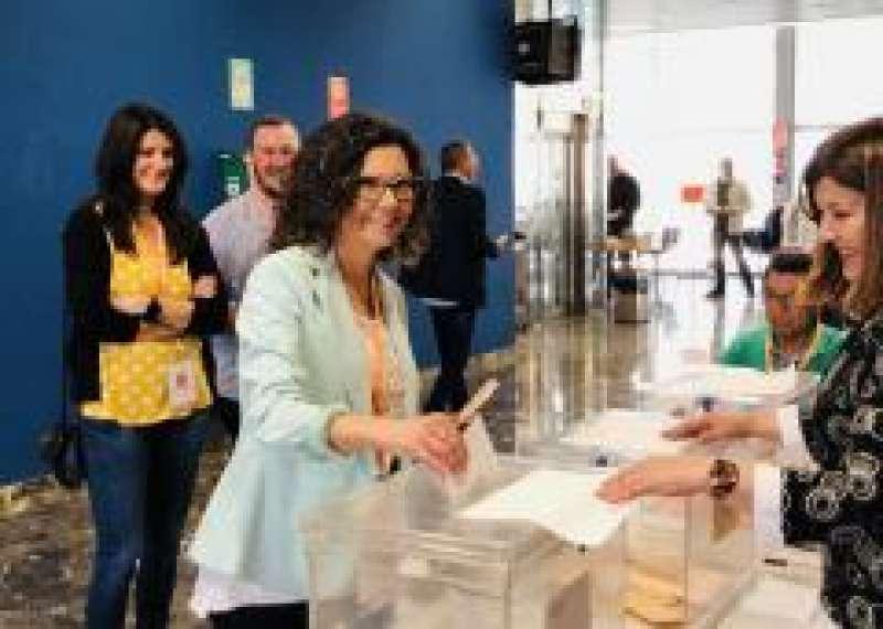Issabel Martín Alcaldess votando el 28 de abril./epda
