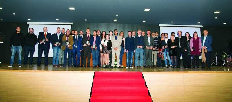 La foto de familia de los premios de El Periódico de Aquí de Camp de Túria.//EPDA