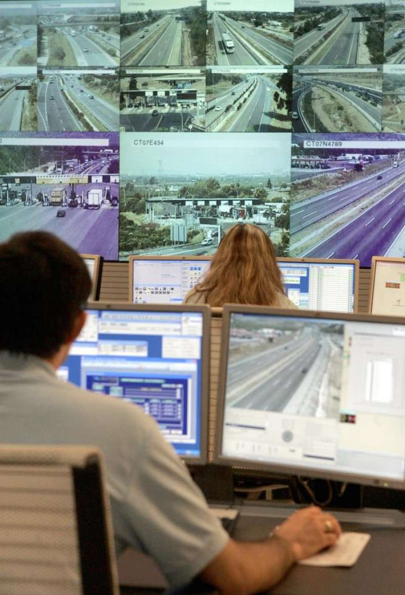 Vista de la sala de control del tráfico de la AP-7. EFE/Archivo