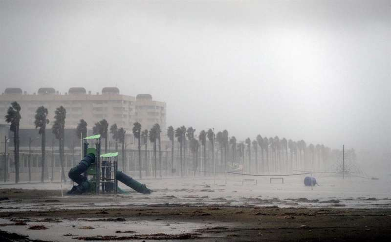 Imagen de la playa de la Patacona.EFE/ Manuel Bruque