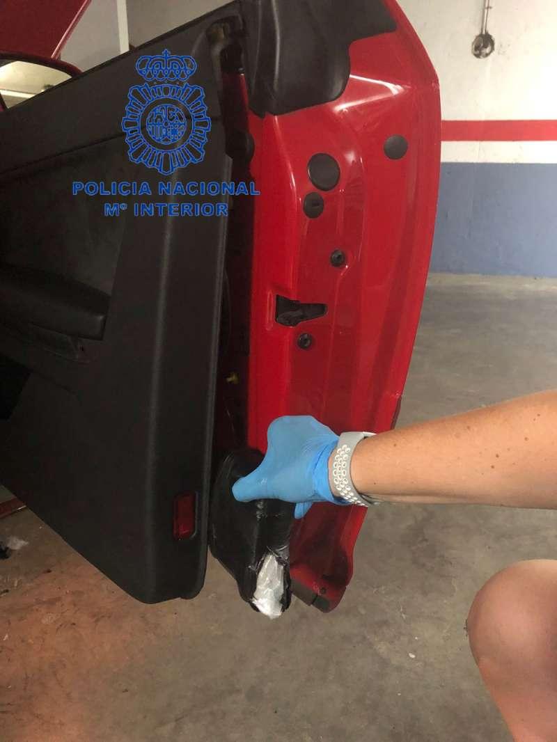 Lugar del vehículo donde camuflaban la cocaína.