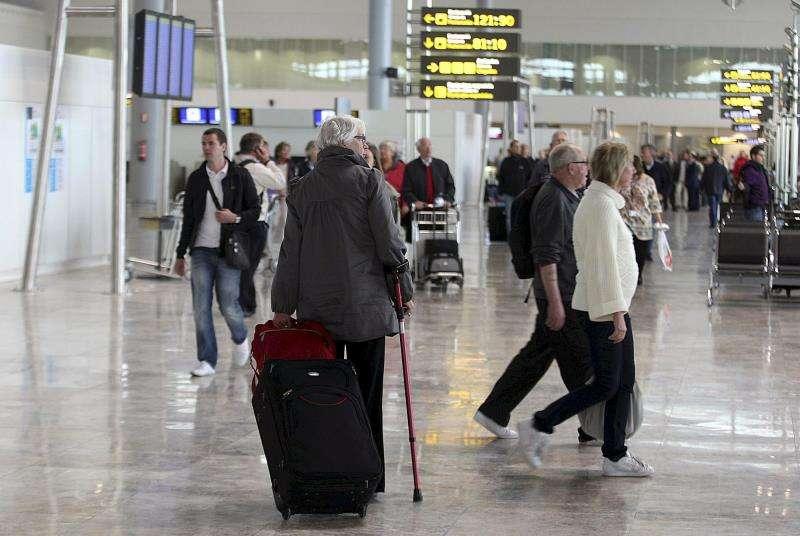 El aeropuerto de Elche (Alicante), donde fue detenido el hombre acusado de matar a su pareja. EFE/Archivo